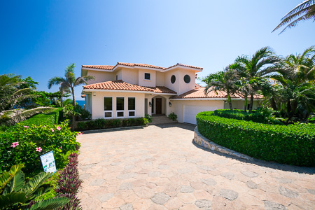 Ocean Front Home in Lighthouse Estates, Roatan, Bay Islands